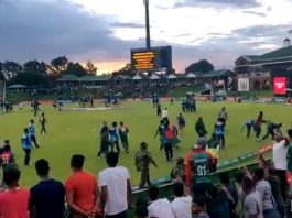 Bangladeshi players remove trash from ground after winning U-19 Cricket World Cup