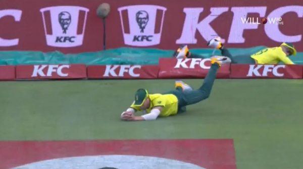 Faf du Plessis and David Miller's tag-team effort dismiss Mitchell Marsh