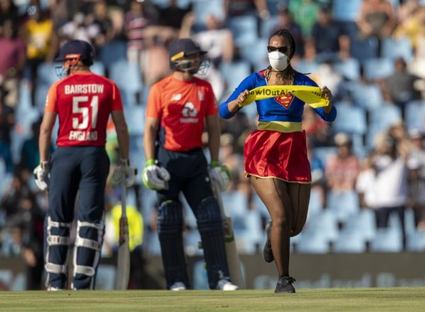 Wonder Woman invades pitch during SA vs ENG 3rd T20I
