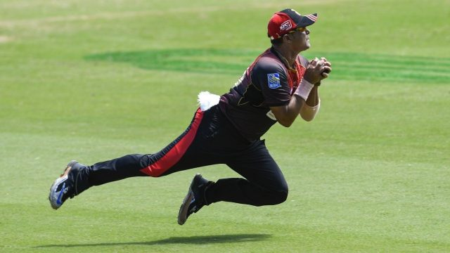 Praveen Tambe takes a spectacular catch in CPL T20