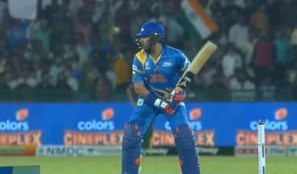 Yuvraj Singh's 4 Sixes in A Row in Road Safety World Series T20